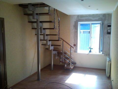 Поворотная лестница в малом проеме