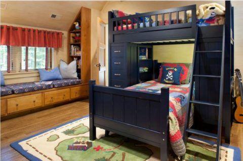 Спальные места развернуты перпендикулярно друг другу