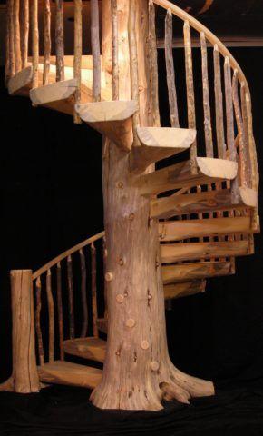 Винтовая бревенчатая лестница
