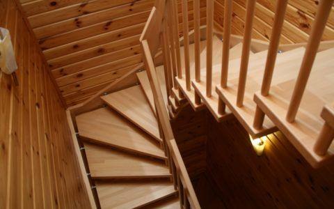 Забежные и угловые ступеньки из дерева для лестницы