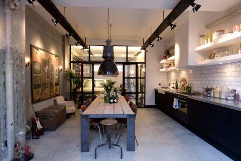 Жилое помещение в стиле лофт созданное в условиях гаража