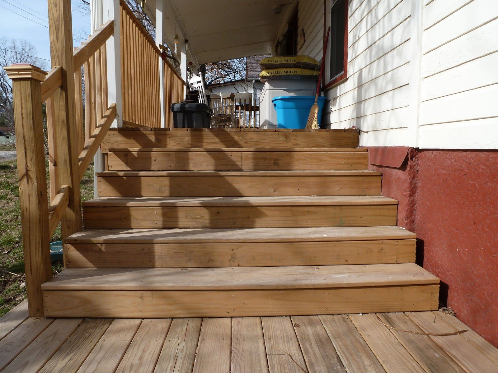 Деревянная лестница к веранде своими руками