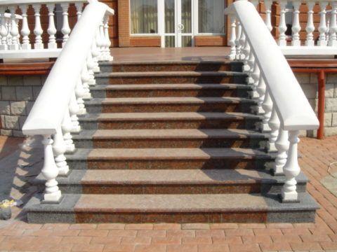 Каменная лестница на веранду
