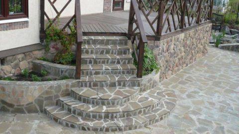 Каменные ступени для крыльца на веранду