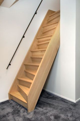 Лестница на чердак, изготовленная из дерева