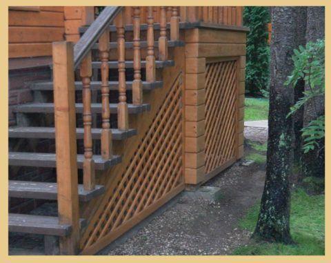 Лестница на крыльцо из дерева