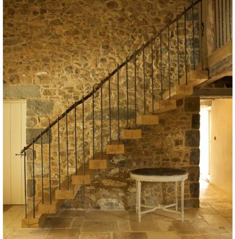 Лестница в кантри стиле