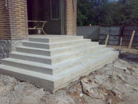 Любая бетонная конструкция требует дальнейшей декоративной отделки