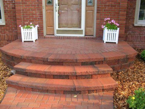 Материал облицовки входной группы должен сочетаться с фасадом дома