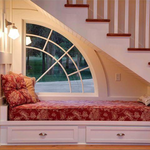 Наличие окна сделает дополнительное спальное место уютным и светлым