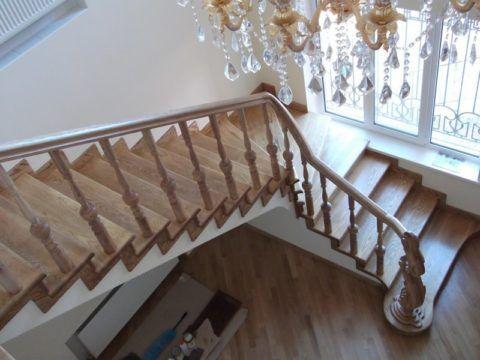Облицовка деревом бетонных лестниц