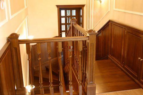 Обшивка деревянных лестниц и стен деревом