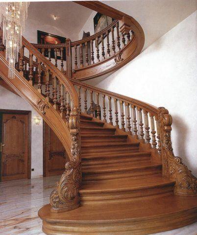Перила для винтовой лестницы из дерева