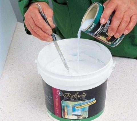Подготовьте краску к использованию согласно рекомендациям производителя