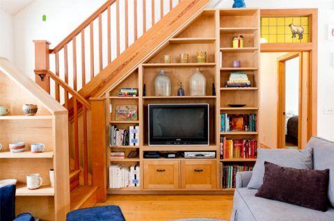 Рациональное использование подмаршевого пространства в гостиной