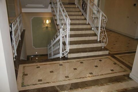 Ступени лестницы из мрамора Emperador Dark Spain