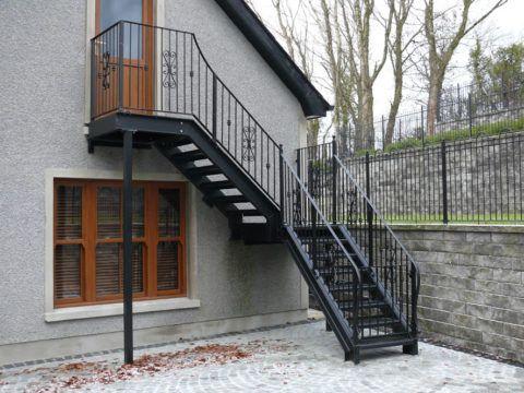 Уличная лестница на мансарду