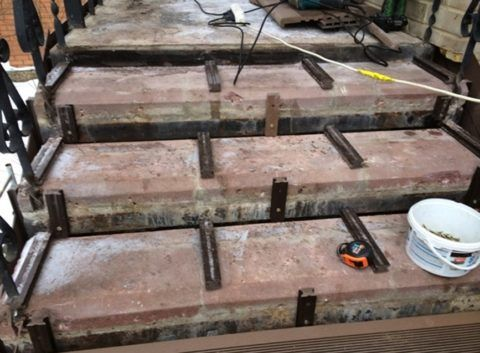 Установленные на бетонное основание лаги
