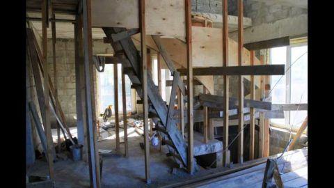 Винтовые бетонные лестницы: опалубка с установленными бортиками
