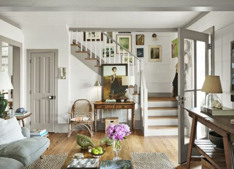 Декор лестницы произведениями искусства