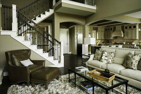 Декоративная отделка лестницы, выполненная в едином цвете с помещением, где она расположена, сделает их единым целым