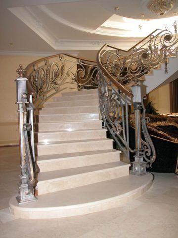Декоративное ограждение лестницы из мрамора