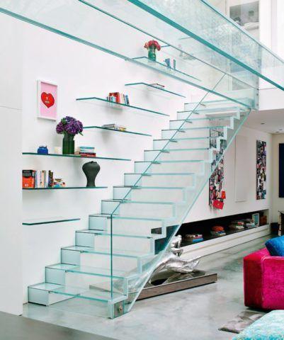 Декоративные ступени и лестницы из каленого стекла выглядят хрупкими, но на самом деле являются крепкими и надежными