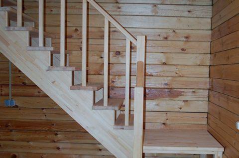 Деревянная лестница в доме на второй этаж должна быть безопасной