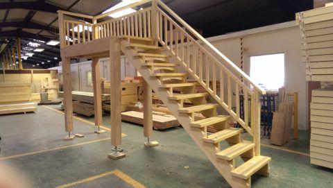 Деревянные ступени для деревянной лестницы