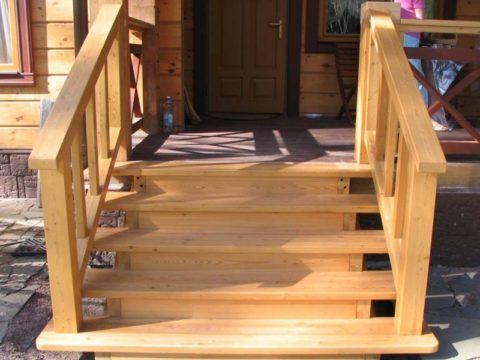 Деревянные ступени проще сделать и установить