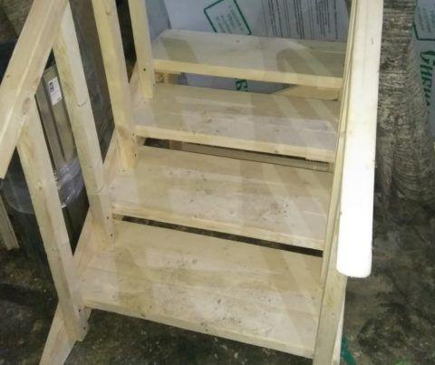 Готовые деревянные лестницы для крыльца