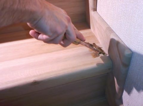 Имеющиеся дефекты на поверхности конструкции необходимо зашпатлевать