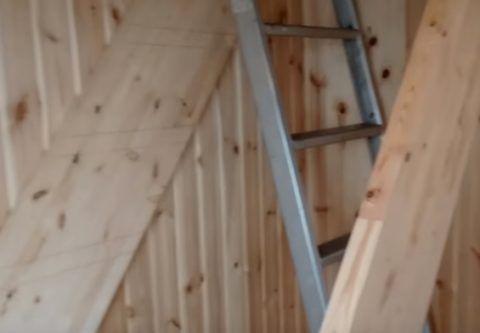Как сделать лестницы из дерева – установка тетивы