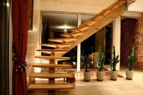 Конструкцию на одной балке сложно сделать прочной и надежной