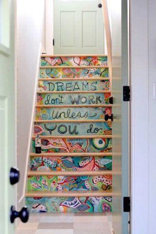 Лестница с декором в виде художественной росписи