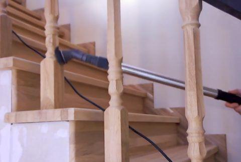 Лестницу необходимо тщательно пропылесосить