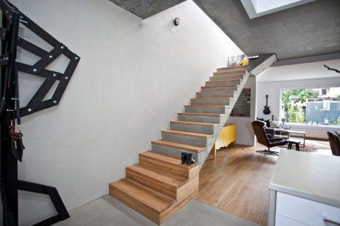 Лестницы бетонные декоративные органично сочетаются с теплой древесиной