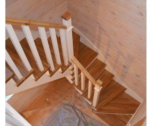 Лестницы деревянные готовые на косоурах