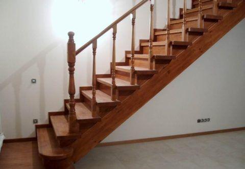Маршевые деревянные лестницы на второй этаж готовые
