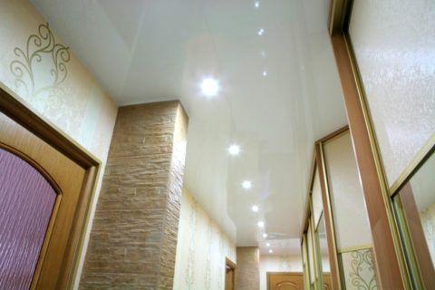 Натяжное глянцевое полотно с точечной подсветкой