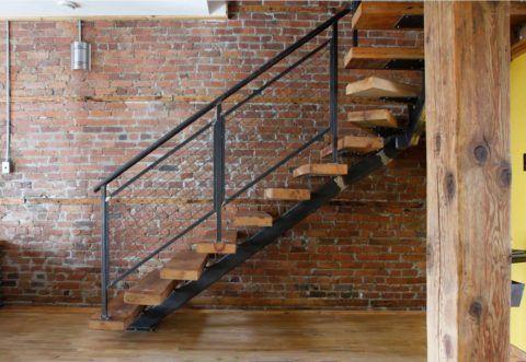 Открытые лестницы деревянные, каркас металлический с одним косоуром