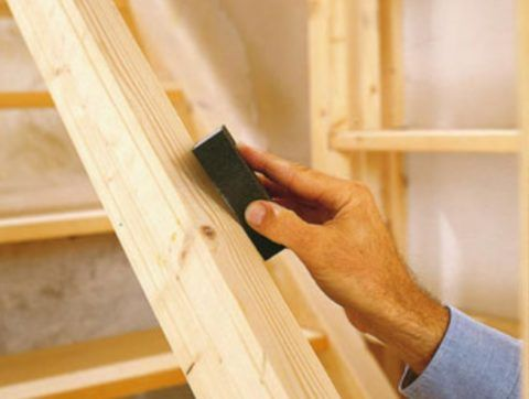Отшлифуйте поверхность конструкции