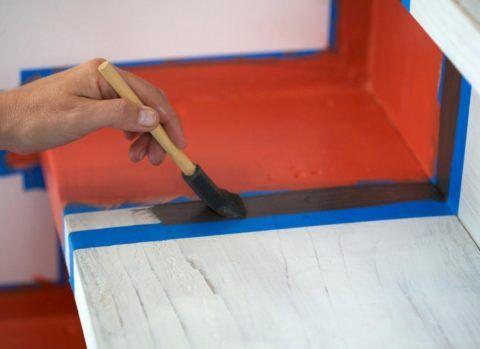 Покраска лестницы из сосны — это более сложная процедура, чем думают многие новички