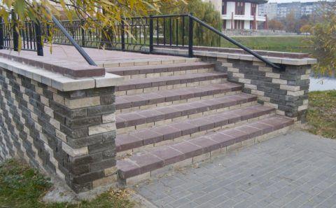 Покрытие для ступеней на улице из тротуарной плитки