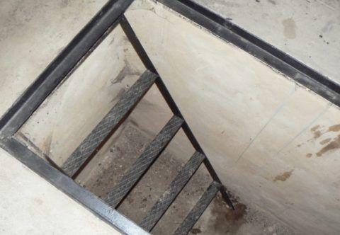 Простейшая лестница из металла