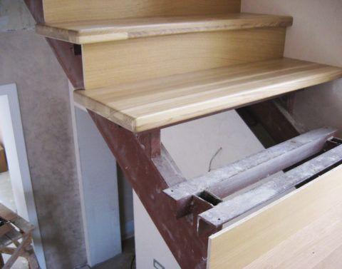 Сборка ступенек на основание конструкции