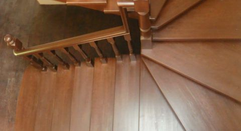 Сделать самими деревянную лестницу проще, чем кажется на первый взгляд