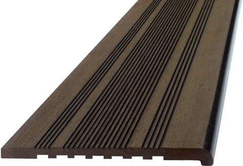 Ступень из древесно-композитного материала