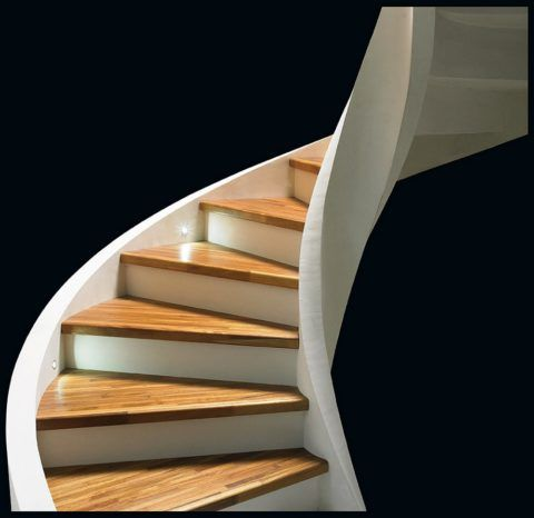 Ступени из дерева для лестницы из бетона