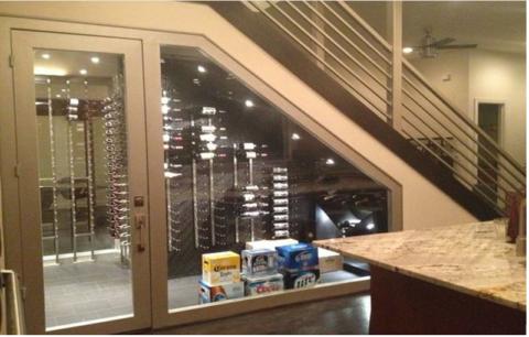 Винный уголок под лестницей